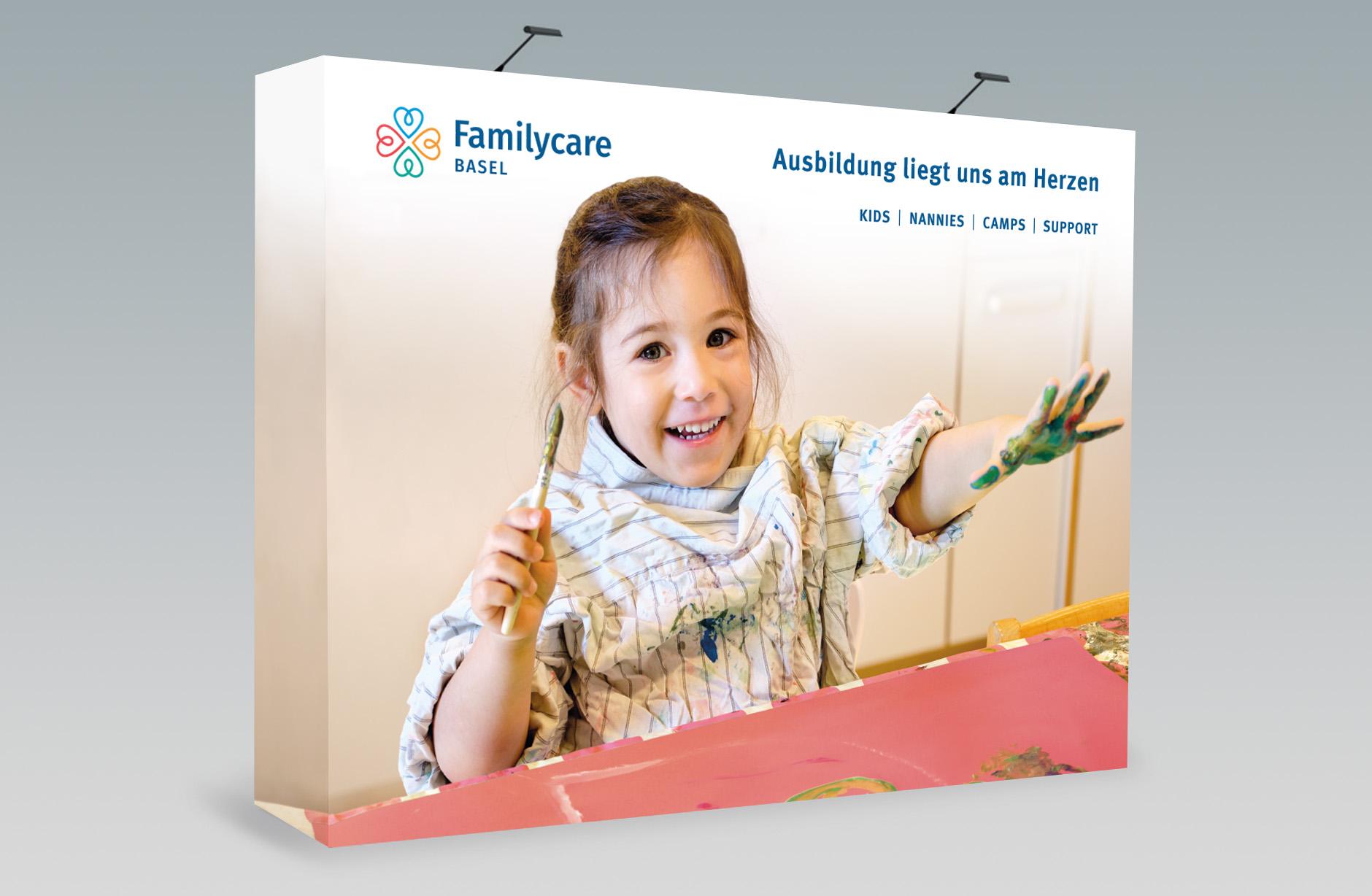 Familycare Basel Messewand – Newsign Grafik