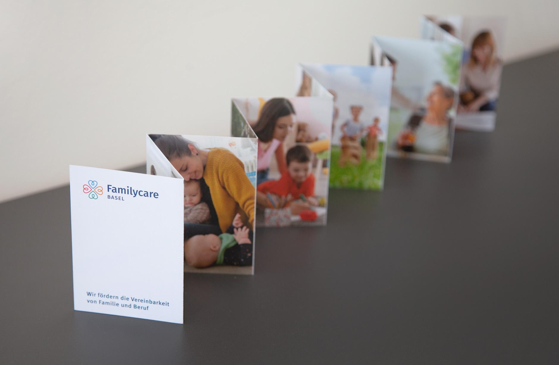Familycare Basel Leporello – Newsign Grafik